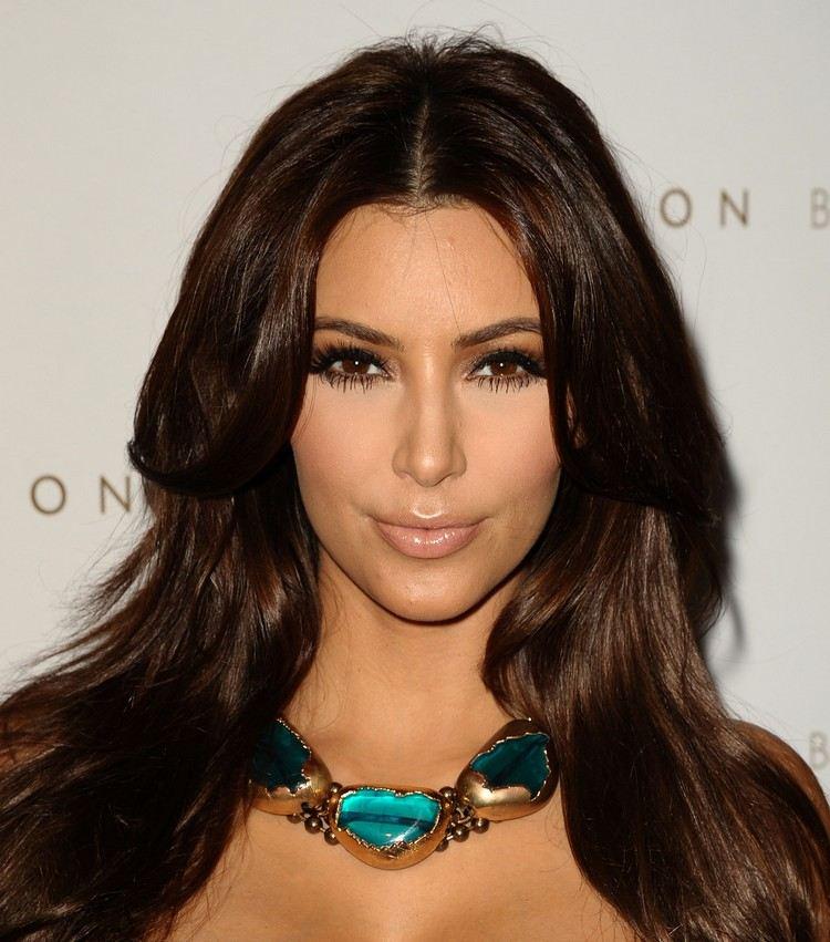 Quelle coloration cheveux pour peau mate yeux marron ?